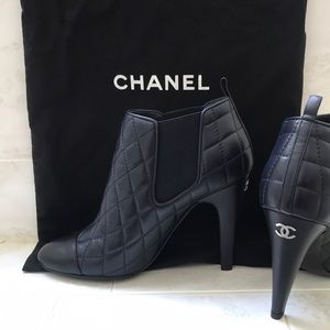 Chanel Bootie size 37.5 navy blue + black